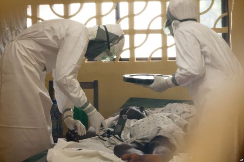 dai dich ebola: mot tuan voi nhung quyet dinh song con - 1