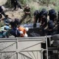 Tin tức - TQ: Xe bus lao xuống vực, 44 hành khách tử nạn