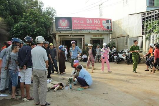 be 16 thang tuoi chet thuong tam vi choi duoi gam xe tai - 1