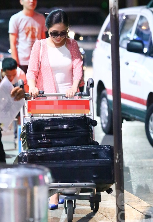 huong tram, minh hang le bong tai san bay - 1