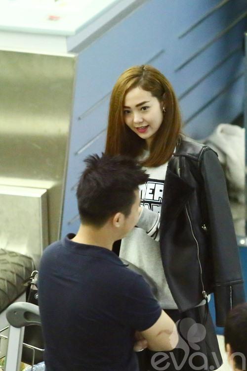 huong tram, minh hang le bong tai san bay - 13