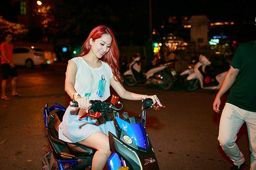 """khanh thi phong xe """"doc"""" di uong tra chanh via he - 6"""