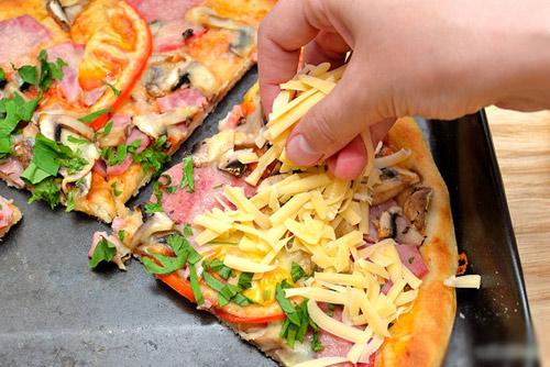 meo bao quan va lam nong lai pizza - 7