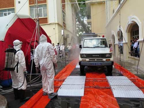 ben trong nha cach ly 'benh nhan ebola' o sai gon - 5