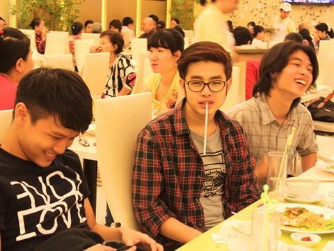 """ho quynh huong dan """"ga cung"""" di an chay - 2"""