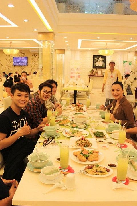 """ho quynh huong dan """"ga cung"""" di an chay - 5"""