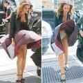 Làng sao - Jessica Alba bị gió thổi tốc váy lộ nội y