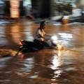 Tin tức - Chùm ảnh: Mưa lớn nhất từ đầu năm, TP.HCM ngập sâu
