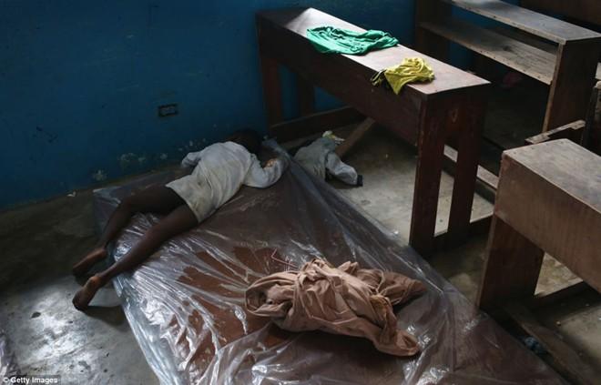 tham canh cua nhung gia dinh tan nat vi dich ebola - 2