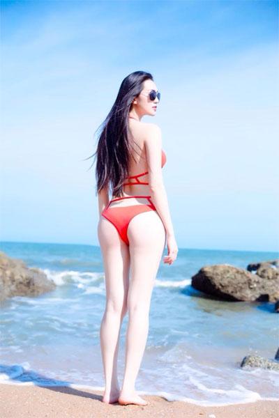 khanh my khoe than hinh boc lua voi bikini do ruc - 2