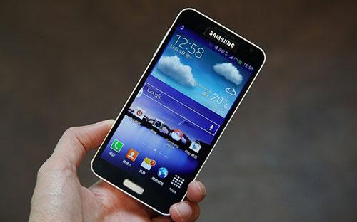 5 mau smartphone xach tay gia tot dang gay sot tai vn - 3