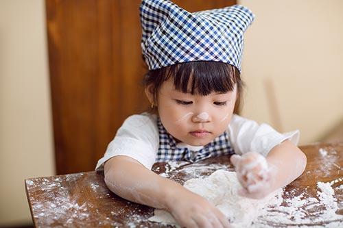 """con gái hh tràn thị quỳnh hóa thọ làm bánh """"nhí"""" - 3"""