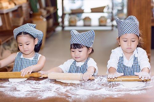 """con gái hh tràn thị quỳnh hóa thọ làm bánh """"nhí"""" - 6"""