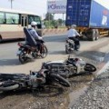 Tin tức - Va chạm xe máy, cô gái bị cán nát đôi chân