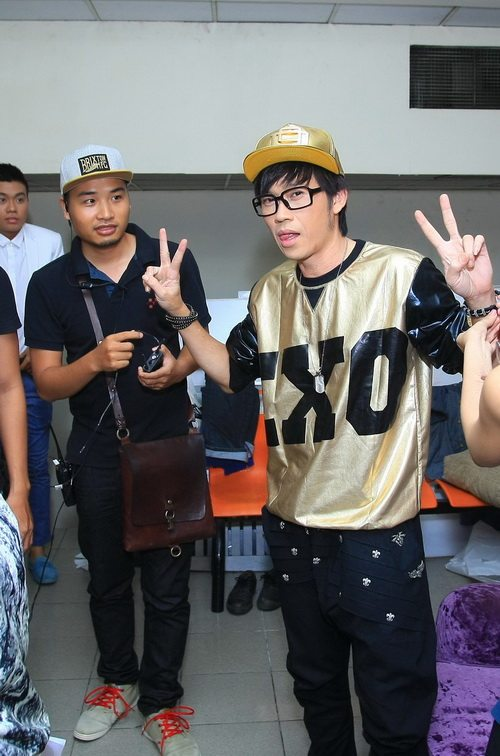 """phan thi mo """"phot lo"""" nghi an nang nguc - 15"""