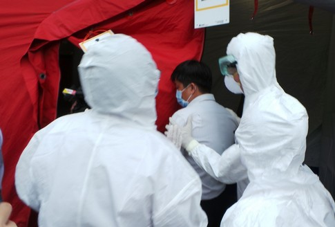 bo truong y te giam sat dien tap xu ly tinh huong khan ve ebola - 2