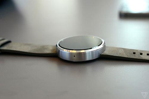 anh thuc te moto 360 - smartwatch dep nhat the gioi - 1
