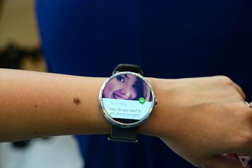 anh thuc te moto 360 - smartwatch dep nhat the gioi - 5
