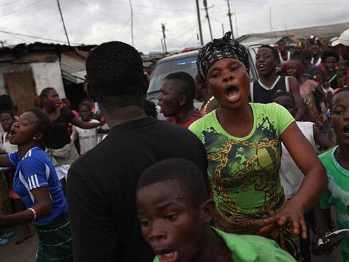 """tam bao"" ebola: dan tan cong, cuop do benh nhan - 1"