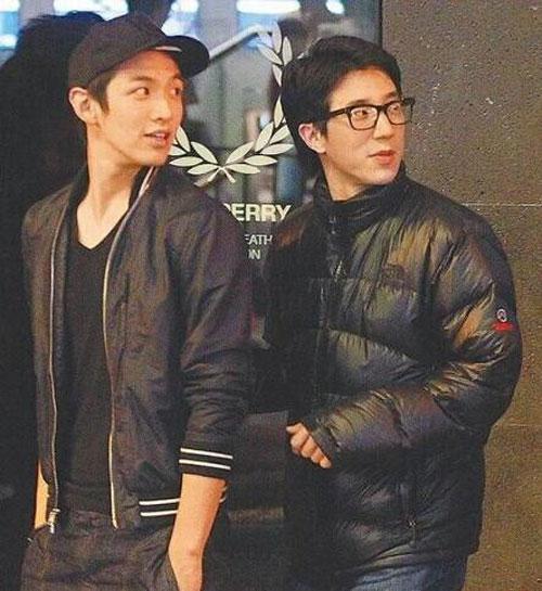 cha va anh trai den trai giam tham kha chan dong - 12