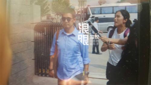 cha va anh trai den trai giam tham kha chan dong - 9