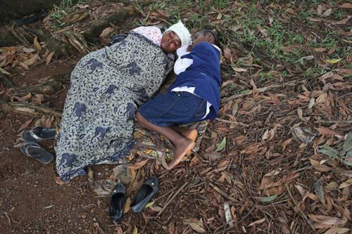 benh nhan ebola nam chung phong voi nguoi chet - 8