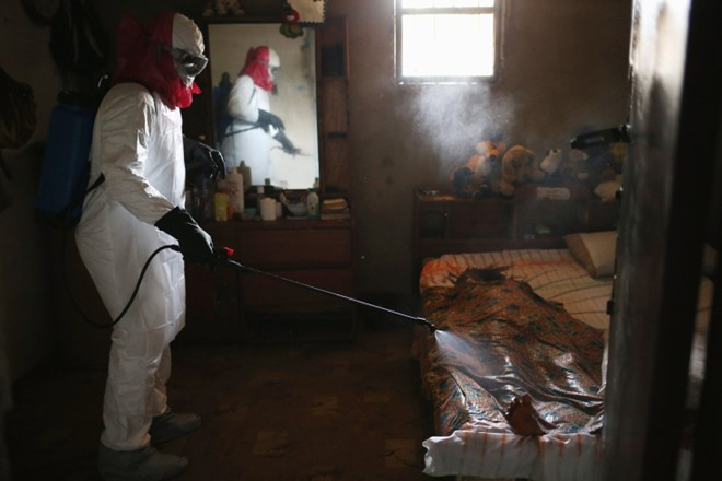 benh nhan ebola nam chung phong voi nguoi chet - 3