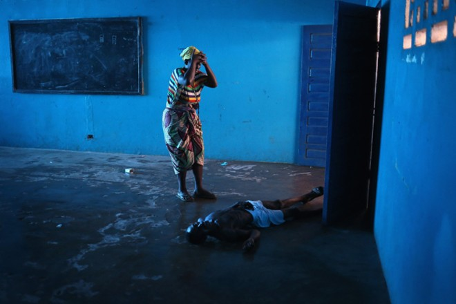 benh nhan ebola nam chung phong voi nguoi chet - 6