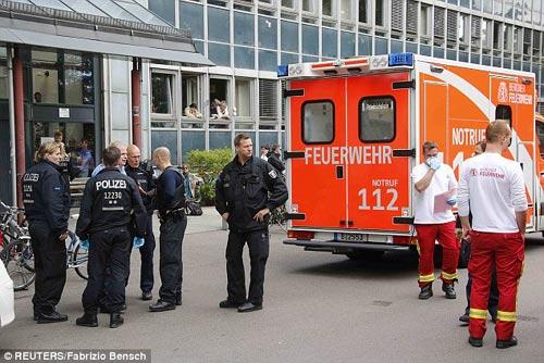 duc: mot nguoi nghi nhiem ebola, 600 nguoi bi cach ly - 1