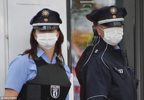 duc: mot nguoi nghi nhiem ebola, 600 nguoi bi cach ly - 2