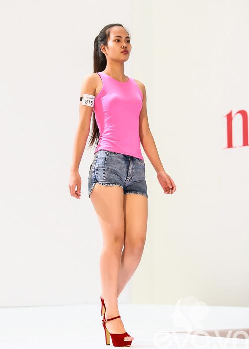 giam khao next top vat va uon nan thi sinh thi catwalk - 17