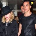 """Làng sao - Eva """"soi"""" 20/8: Madonna yêu bồ trẻ hơn 30 tuổi"""