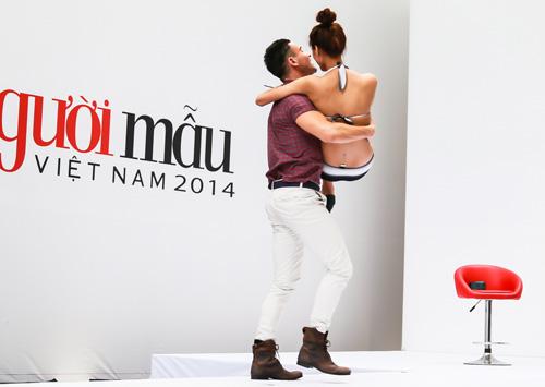 VNTM 2014: Adam bế bổng thí sinh vì thân hình quá chuẩn-4