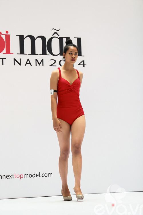 VNTM 2014: Adam bế bổng thí sinh vì thân hình quá chuẩn-10