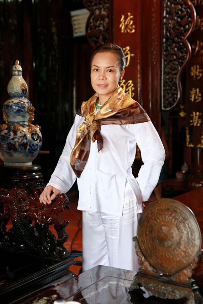 Biệt thự cổ kính, hoành tráng của Việt Hương, Chí Tài