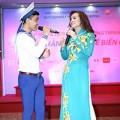 Làng sao - Hoa hậu Kim Hồng song ca cùng lính đảo