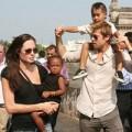 """Làng sao - Eva """"soi"""" 21/8: Brad Pitt gò bó khi sống cùng Angie?"""