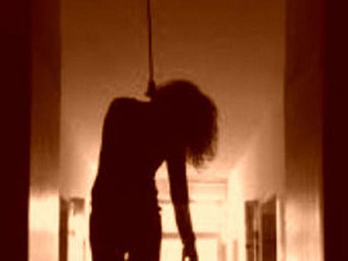 Nữ y tá treo cổ tự tử vì sinh con gái, bị nhà chồng khinh rẻ - 1