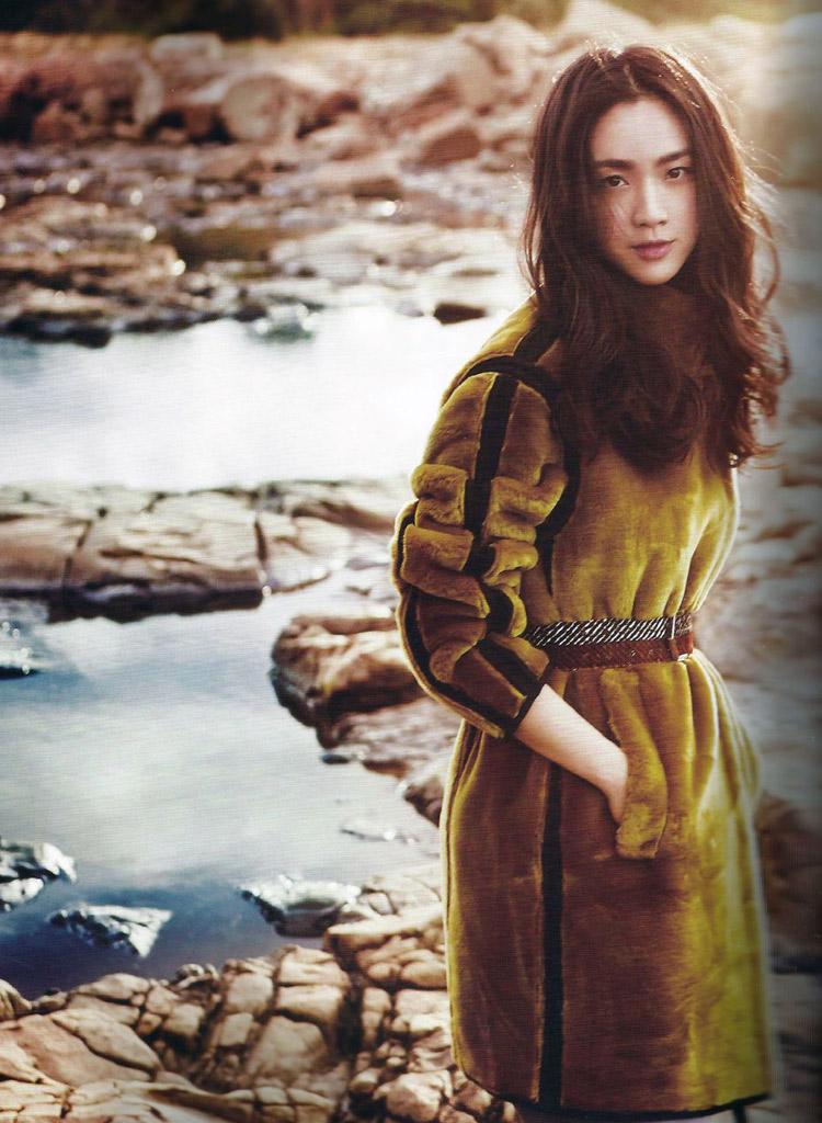 Về làm dâu xứ Hàn, Thang Duy cũng trở thành gương mặt trang bìa của tạp chí Elle, ấn bản tại Hàn Quốc tháng 9/2014