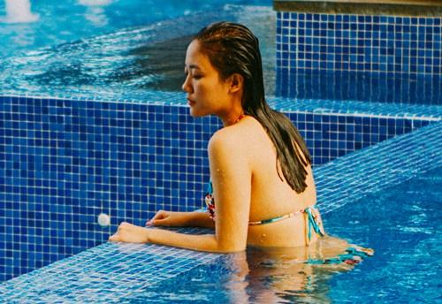 van mai huong dien bikini khoe vong 1 nho xinh - 1