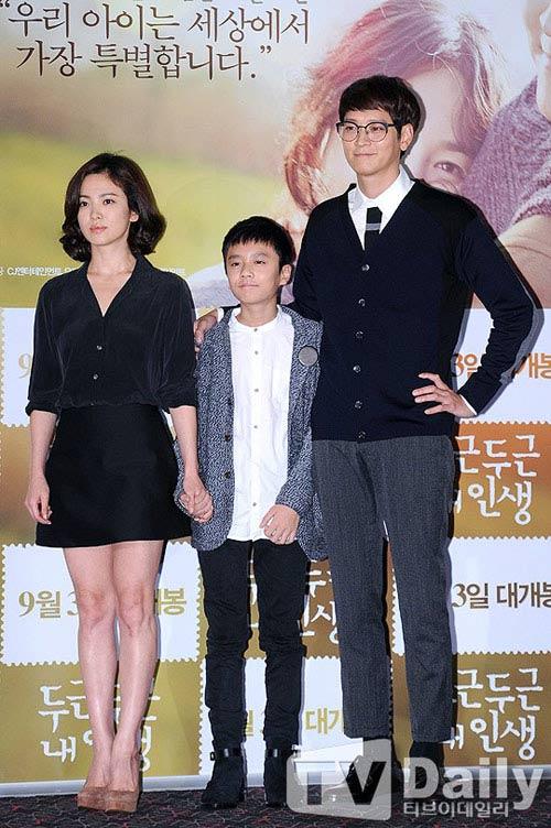 song hye kyo lan dau xuat hien sau scandal tron thue - 6