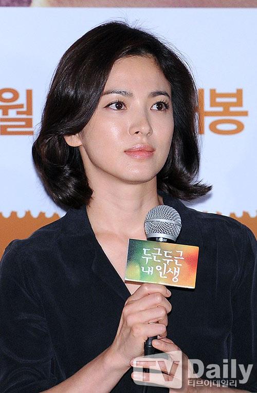 song hye kyo lan dau xuat hien sau scandal tron thue - 4