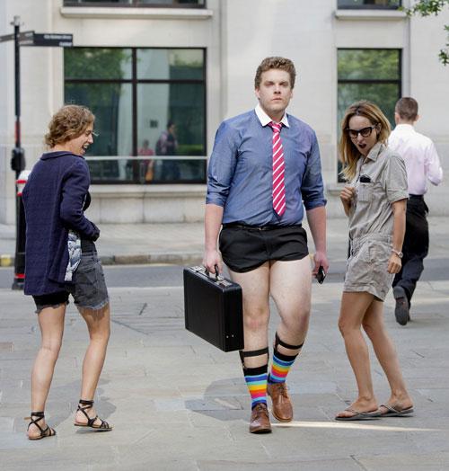 London: Nam công sở mặc quần chẽn đi làm-10