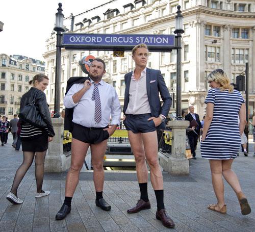 London: Nam công sở mặc quần chẽn đi làm-9