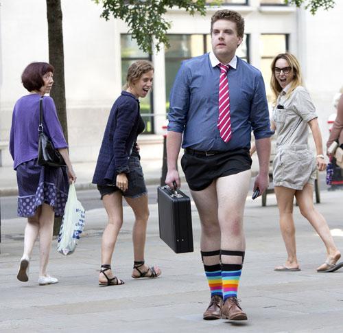London: Nam công sở mặc quần chẽn đi làm-1