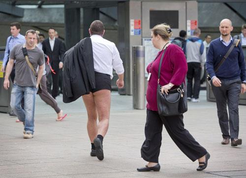 London: Nam công sở mặc quần chẽn đi làm-4