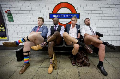 London: Nam công sở mặc quần chẽn đi làm-16