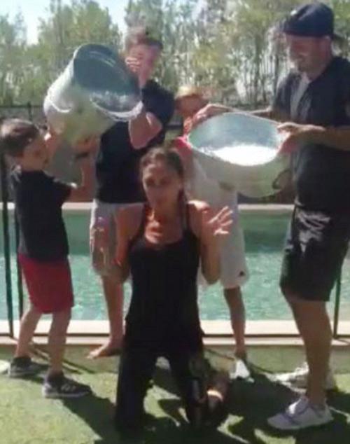 """Eva """"soi"""" 22/8: Victoria rét run vì bị dội nước đá-1"""