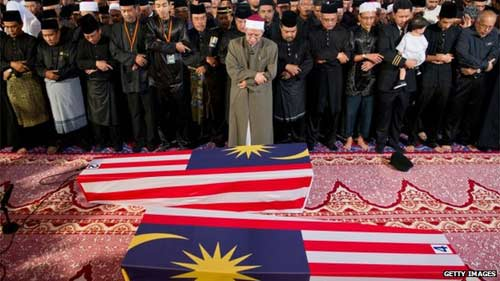 malaysia roi le don thi the nan nhan mh17 - 2