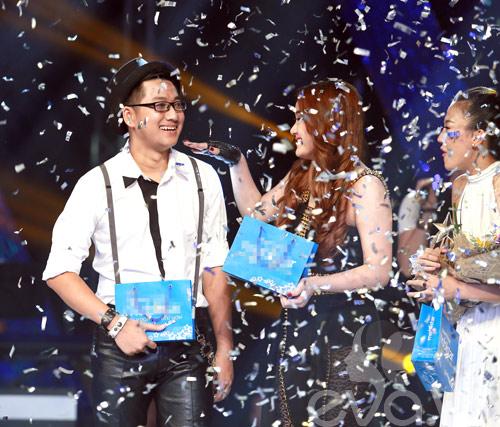 Bị loại khỏi X-Factor, Minh Tiến đăng quang SMĐH-12